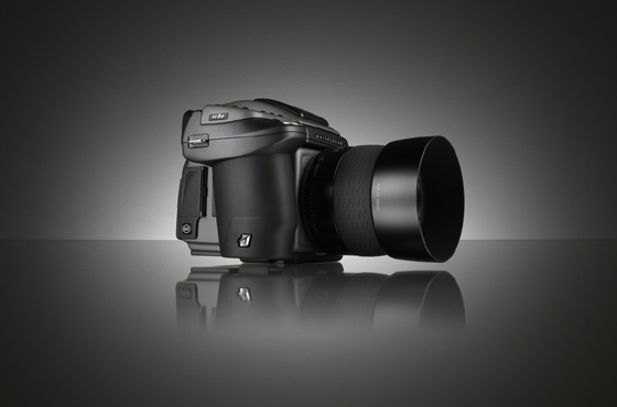 Hasselblad's H4D: Daddy's back!