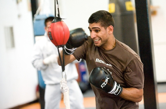 Khan hits out at Floyd Mayweather after snub